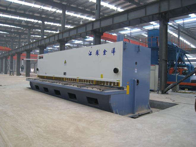 QC11Y-20*9000大型剪板机安装调试成功