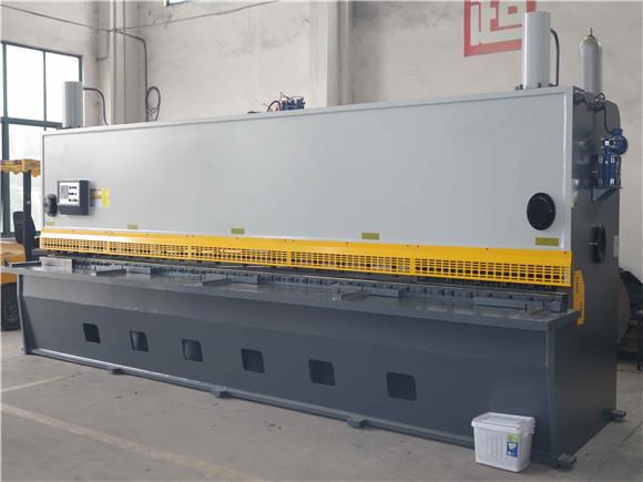 大型剪板机.jpg